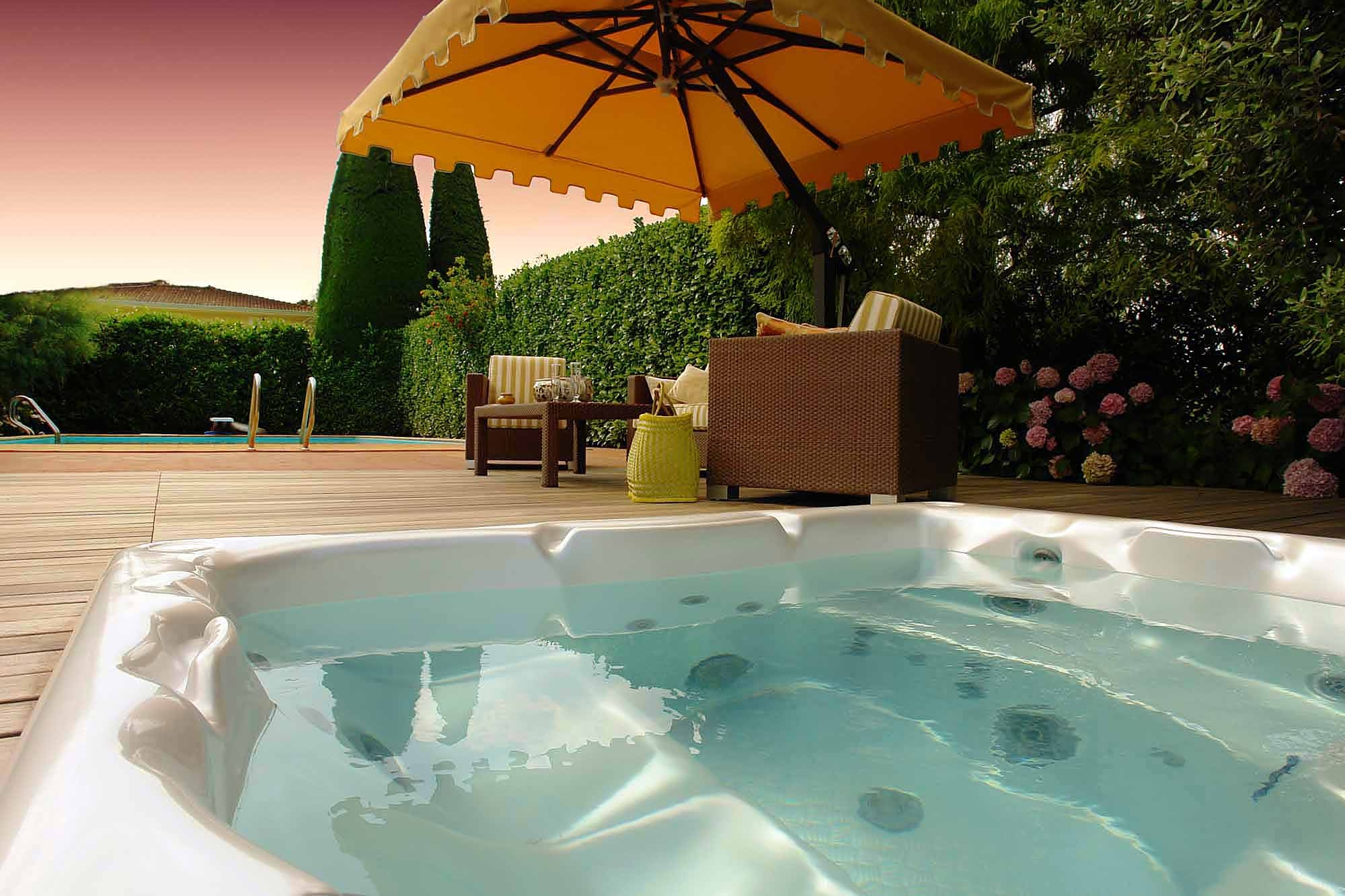 Hot Tubs | Heat Wave Stove and Spa